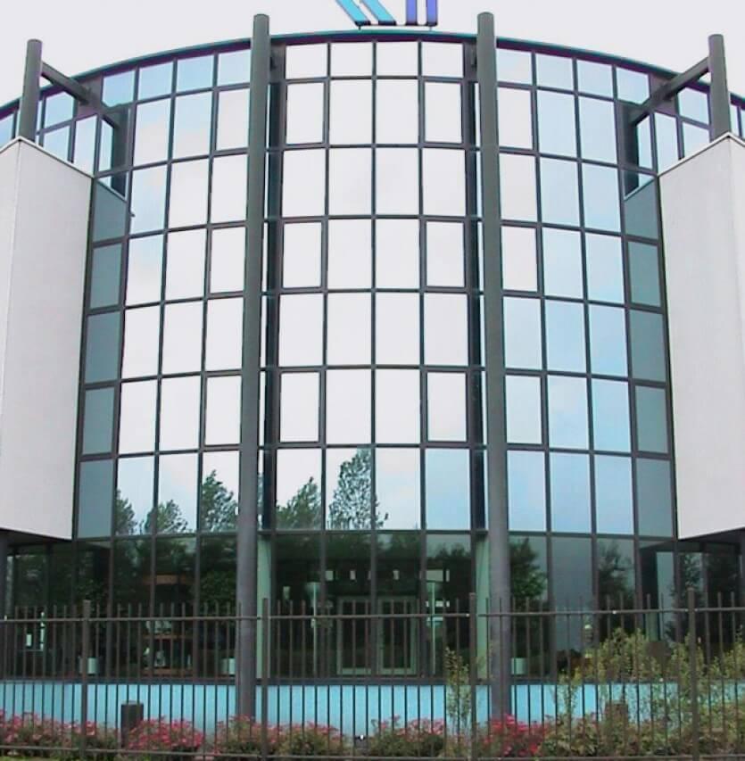 Glasfolie voor bedrijven en particulieren en hoe werkt for Verduisterende raamfolie