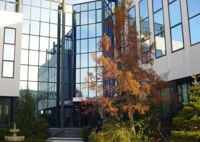 Bedrijfspand met spiegelfolie in Almere