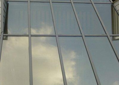 Woning beplakt met glasfolie aan de buitenkant