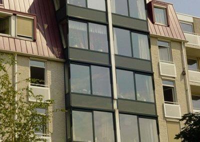 1 raam gepllakt met glasfolie en de anderen niet